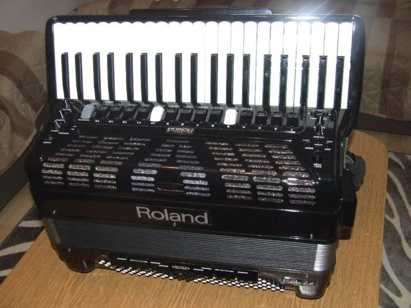 Roland FR-7X Accordion Black —–2000$